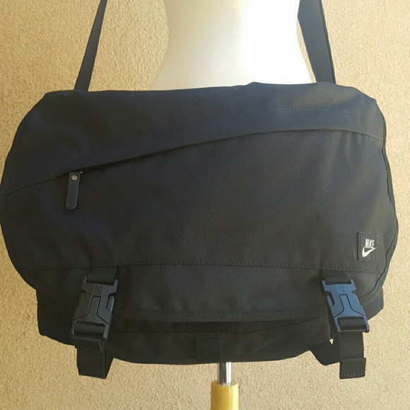 Nike Cordura laptop messenger sport wear bag 2dd66f254f13c